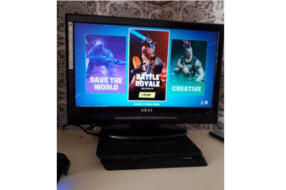 PS4 en 2 spellen + (tv) scherm  (11)